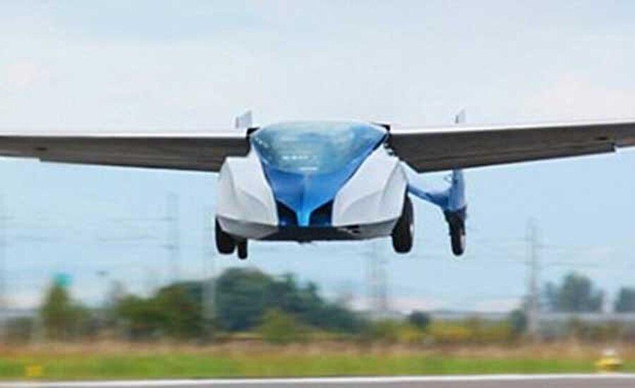 Slovakya merkezli bir şirket, 20 yılı aşkın bir çalışmanın sonucunda ortaya çıkan Aeromobil için bu yıl içinde ön sipariş almaya başlayacağını duyurdu.