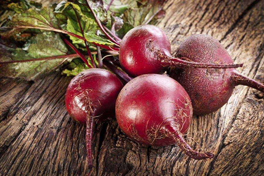 Tam bir vitamin deposu Pancarın yeşil yaprakları demir, A ve C deposu iken, kendisi yani yumru kısmı kusursuz bir folik asit, manganez, potasyum ve lif kaynağıdır.