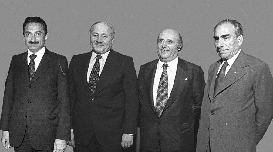 6 Eylül 1987: 4 liderle birlikte siyasi yasaklar kaldırıldı (%50,2 Evet)                                                                                                                                                                                                                               12 Eylül 1980 darbesinin ardından binlerce kişinin öldüğü, yüzlerce siyasi parti liderlerine 10 yıl, partilerin il ve ilçe teşkilatlarına ise 5 yıl siyaset yasağı getirdi. İşte Türkiye'nin 3. Referandumu da cuntacıların siyasilere uyguladıkları yasakların kaldırılıp, kaldırılmaması oldu. 75 bin farkla Süleyman Demirel, Alparslan Türkeş, Bülent Ecevit ve Necmettin Erbakan gibi liderlerden dahil olmak üzere siyasilerin yasakları kaldırıldı. %49,8 HAYIR - %50,2 EVET.