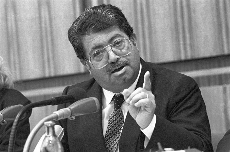 25 Eylül 1988: İlk 'hayır'ın çıktığı referandum (%64 Hayır)                                                                                                                                                                                                                                                                                                         Seçim yasaklarının kaldırılmasından hemen sonra Başbakan Turgut Özal yerel seçimlerin 26 Mart 1989'dan 13 Kasım 1988'e alınmasına karar vermişti ancak anayasaya göre anayasayı değiştirmeden böyle bir karar  almak mümkün olmadığı için referanduma gidilecekti. 25 Eylül 1988 yapılan referandumda yüzde 64 ile hayır çıktı.