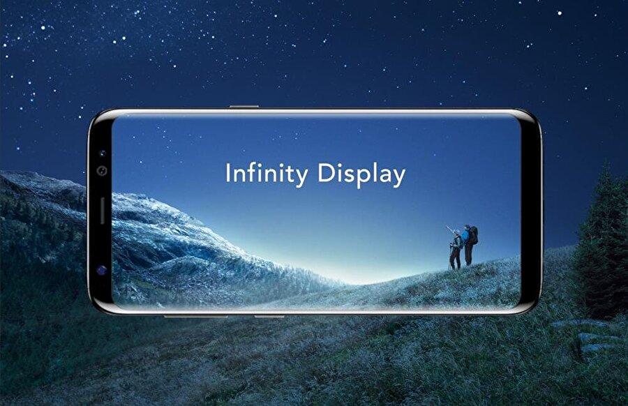 Samsung'tan açıklama geldi: Sorunlu telefonları servisten değiştirebilirsiniz Ancak, kullanıcılar kalibrenin doğru yapıldığı halde kızıllaşmanın meydana geldiğini söylüyor. Bu tip problemler için Samsung'un önerisi ise müşterilerin değişim talep etmesi. Yani şirket, servislere gidilmesi durumunda Galaxy S8'lerin bu sebepten dolayı değiştirileceğini özellikle bildiriyor.  Uzmanlara göre ekrandaki kırmızı renklerin sebebi diyot panellerinin renk dengesi. Yeni akıllı telefon renk dengesini Deep Red teknolojisini kullanarak sağlıyor. Bu sistemin Galaxy S8'in çıkışını geciktireceği için çok derin testlerden geçirilmediği iddia ediliyor. Şimdilik bu ekran sorununun kaç telefonu kapsadığıyla alakalı bir bilgi yok. Lakin Samsung'un yakın zamanda konuyla alakalı açıklama yapması bekleniyor.