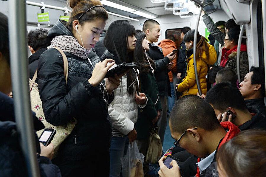 Aman banane diziden, müzikten diyorsanız o zaman sizi teknolojik yönüne çekelim. Güney Kore, dünyanın en hızlı internet çekimine sahip ülkesidir yani bugün Japonya'dan bile %40 daha hızlıdır. Seul'e giderseniz bu konuda canınız hiç sıkılmaz anlayacağınız.