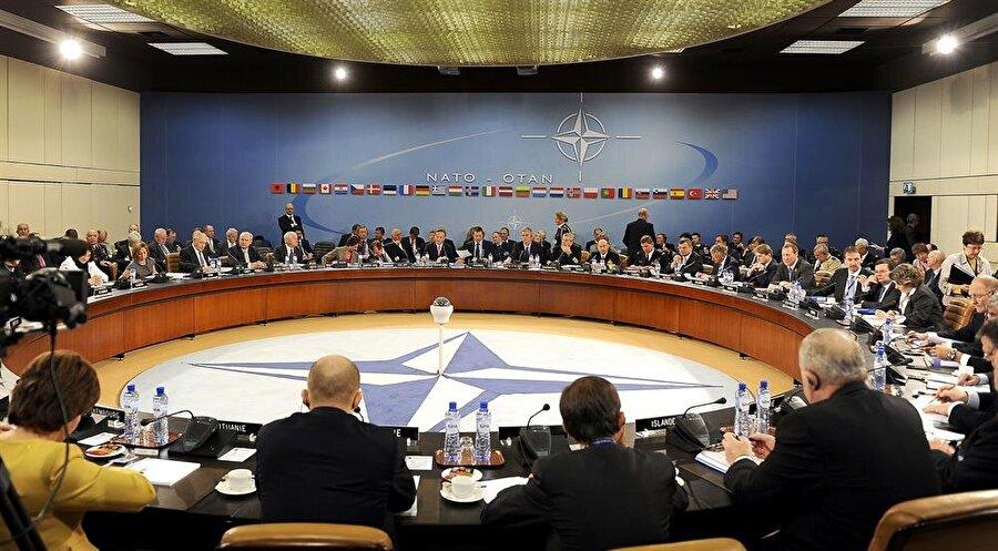 NATO ve müttefik ülkelerin 51. madde hatırlatıldığında üç maymunu oynaması dikkat çekiyor.