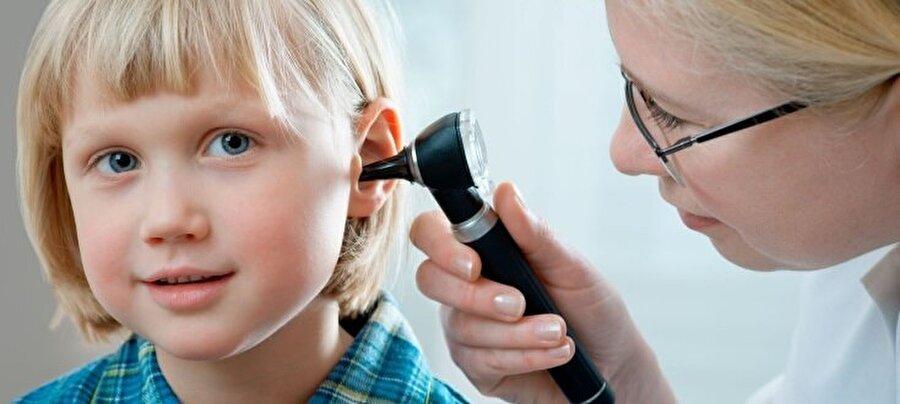 İşitme kaybına neden olabilir                                                                           Polen alerjisi, burun ve geniz tıkanıklığına bağlı,  kulakta sıvı birikimlerine ve işitme kayıplarına neden olabiliyor.