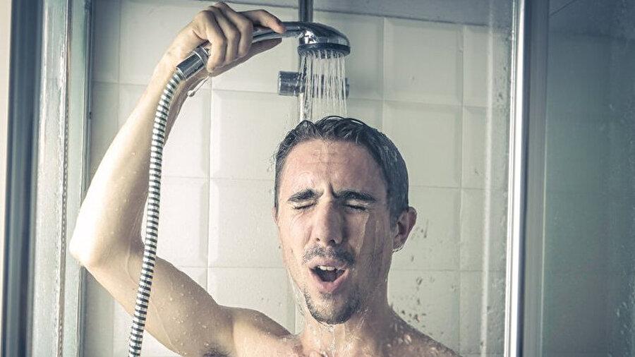 Kendinizi tozdan arındırın                                                                            Saçlar, kişinin maruz kaldığı tozu tutar; bu sebeple eve döner dönmez duş alınması ve saçların tozdan arındırılması gerekir.