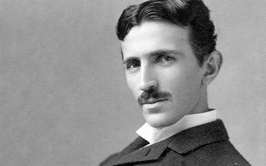 10 Temmuz 1856'da Avusturya İmparatorluğu'nda doğan Nikola Tesla, Sırp kökenlidir.