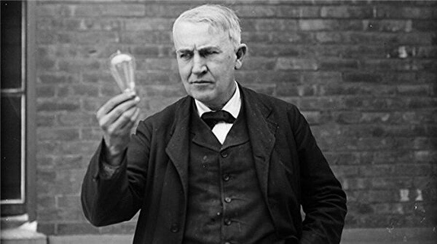 1879'da elektrik ampulü icat eden Thomas Edison ise Amerika Birleşik Devletleri'nde dünyaya gelmiş mucit ve iş adamıdır.