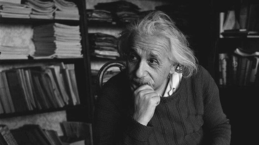 Albert Einstein, Alman teorik fizikçi ve bilim insanı olarak bilinse de aslen Yahudi bir ailenin çocuğudur.