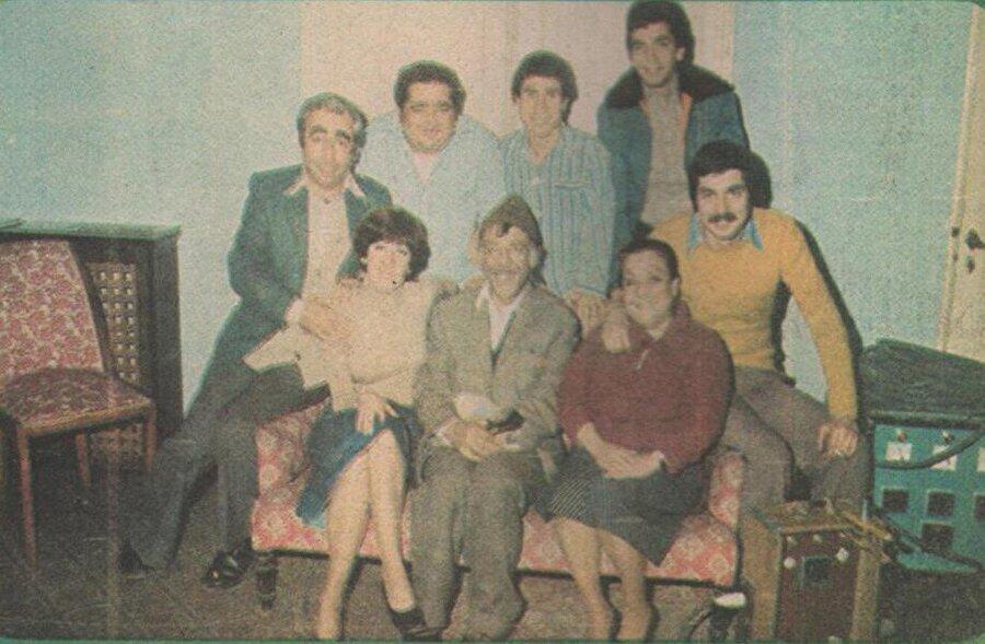Filmin çekildiği dönem kış ayına denk geldiği için Ertem Eğilmez ve Orhan Aksoy tüm oyuncuları set aralarında ilaç vererek dinç tutmaya çalışmıştır.