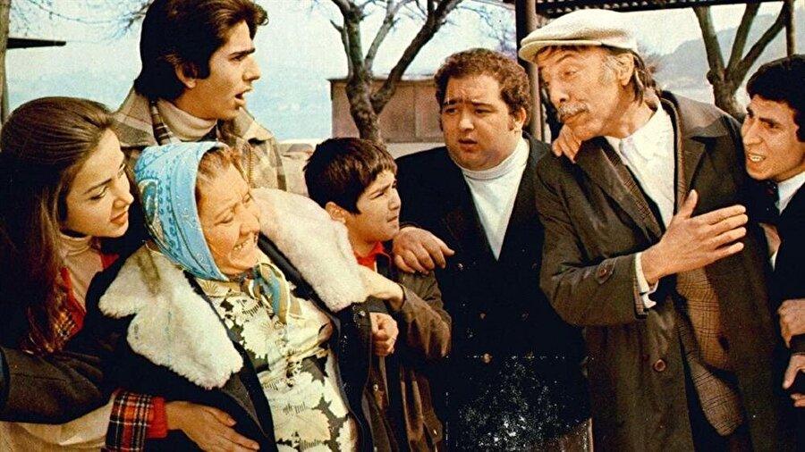 Ne var ki film gişede istenileni veremese de bugün tüm aile temalı filmler içerisinde en çok beğenilen ilk iki filmden biridir. Ve film salt komedi temasını kullanan tek filmdir.
