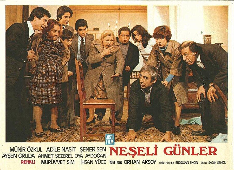 Filmin 2. afişi ise Şener Şen'in yakalanma sahnesinden oluşmaktadır. Anlaşılan o ki bu poz, afiş için özel olarak verilmiş bir çalışma ürünü.