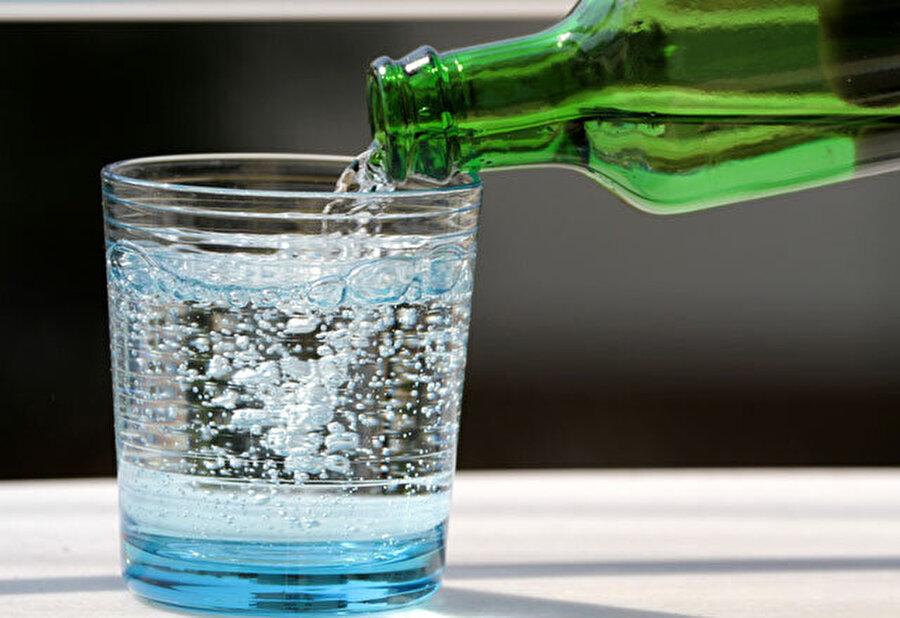 """""""Maden suyu"""" en doğru içecek                                                                                                                                                                                                                                                                                                         Sahurda doğru yiyeceklerin yanı sıra, doğru içecekler de olmalı.Eğer tansiyon probleminiz yoksa, suyun yanı sıra 1 şişe doğal maden suyu da içmeyi ihmal etmeyin."""