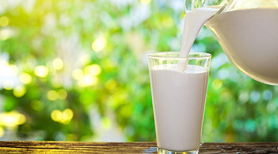 """""""Süt"""" tok tutarak açlık hissini bastırır                                                                                                                                                                                                                                                                                                         Süt önemli bir kalsiyum ve D vitamini kaynağı olması sayesinde, tok tutarak açlık hissini bastırır. Bu yüzden sahurda ve iftarda birer bardak süt tüketmeye özen gösterin."""