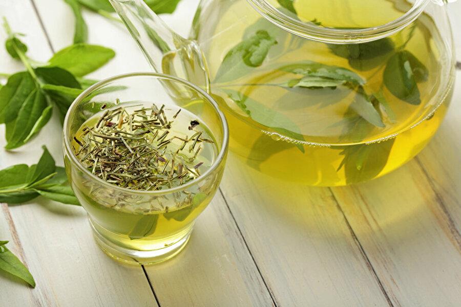 """""""Yeşil çay"""" bedeninizin dostu                                                                                                                                                                                                                                                                                                         Herhangi bir sağlık probleminiz yok ise, Ramazan'da günde 2–3 fincan yeşil çay içerek kalbinizi ve bedeninizi mutlu edebilirsiniz.Sindirim sisteminin çalışmasına da yardımcı yeşil çayı, tarçın aromasıyla da zenginleştirebilirsiniz."""