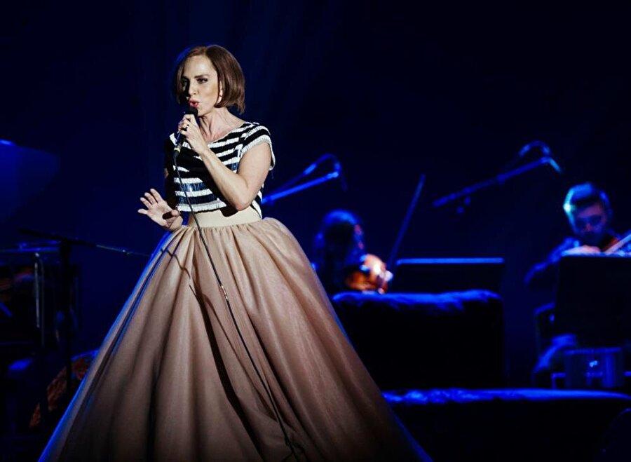 2012 yılında babası için hazırladığı ilk ve tek Türk Sanat Müziği albümü Ey Şuh-i Sertab'ı yayınladı.