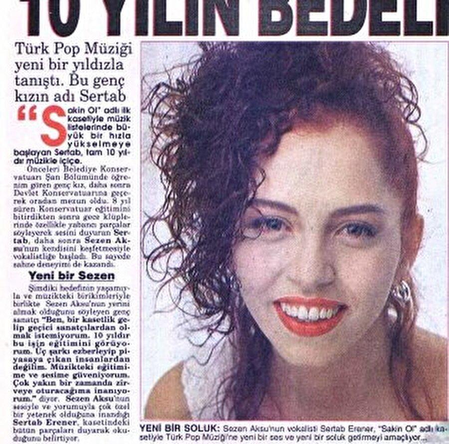 4 Aralık 1964 tarihinde İstanbul'da doğdu. Abisi reklamcı Serdar Erener'dir. Liseyi bitirdikten sonra İstanbul Devlet Konservatuar'ını soprano olarak bitirdi. Demet Akbağ ve Yasemin Yalçın okul arkadaşları oldu.
