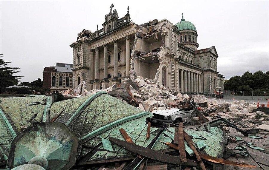 Yeni Zelanda Depremi (2011) Christchurch depremi olarak da bilinen 6,3 büyüklüğündeki deprem 22 Şubat 2011'de meydana geldi. Yeni Zelanda'nın en büyük ikinci şehri Christchurch büyük hasar gördü. Ayrıca 185 kişi öldü, 164 kişi yarlandı, 238 kişi de kayboldu. Depremin şiddeti diğer büyük felaketlere oranla az olsa da orataya 16 milyan dolar gibi ağır bir bilanço çıktı.