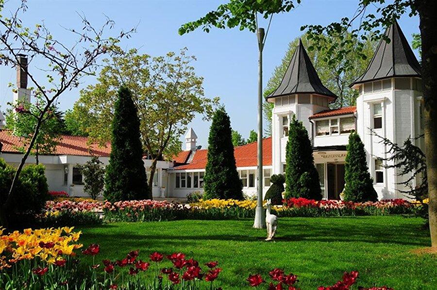 Beyaz koru turu                                                                                                                İstanbul Boğazı'nın bağrında bulunan Beykoz Korusu, bayram tatilinde ziyaret edebileceğiniz İstanbul'un en güzel mekanlarından. Yeşilin tadına varabileceğiniz yerde, kahvaltı ya da öğlen yemeğinizi de yiyebilirsiniz.