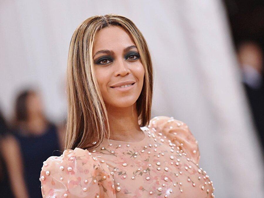 Beyoncé                                      Sahte İsmi: Ingrid Jackson