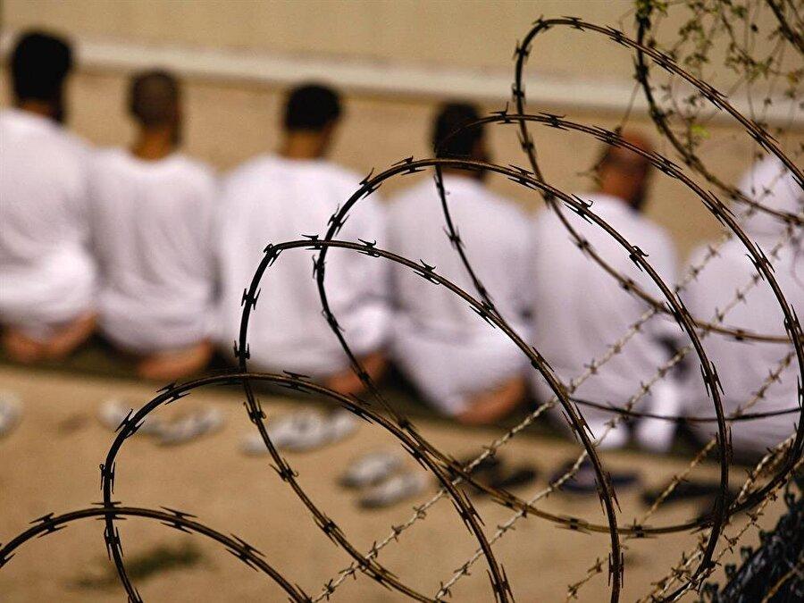 Yıllar içerisinde cezaevinde tutuklu olanların sayısı azalsa da, hala 40 kişi Guantanamo'da tutuklu bulunuyor.