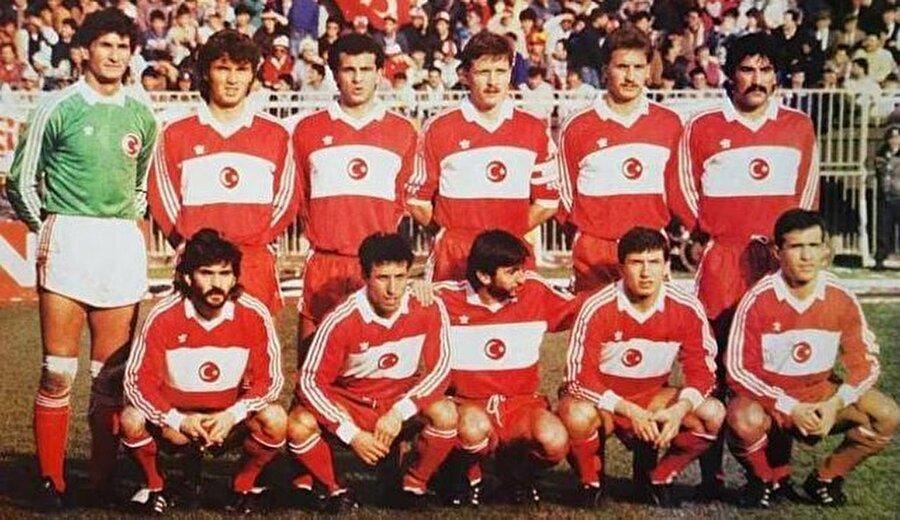 Kasım 1988'de İnönü Stadı'nda oynanan Türkiye-Demokratik Almanya maçı öncesi.