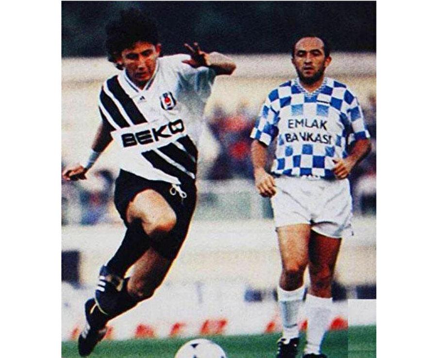 Yıl 1993, yer İnönü Stadı… Beşiktaş- Sarıyer maçında Sergen Yalçın ile Sinan Engin aynı karede.