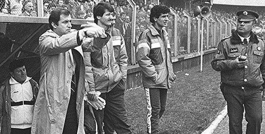 ASY Stadı Mart 1988 / Ankaragücü Teknik Direktörü Fatih Terim (Galatasaray-Ankaragücü)