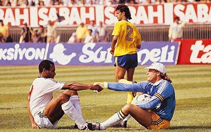 İnönü Stadı Haziran 1989 / Les Ferdinand, Toni Schumacher, İsmail Kartal (Beşiktaş -Fenerbahçe)