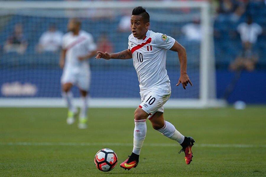 587 dakika sahada kaldı Christian Cueva, geçtiğimiz sezon Meksika'nın Toluca takımından Sao Paulo'ya 2.1 milyon Euro'ya transfer olmuştu. Yetenekli futbolcu geçtiğimiz sezon 24 maçta görev aldı ve 7 kez fileleri havalandırdı.