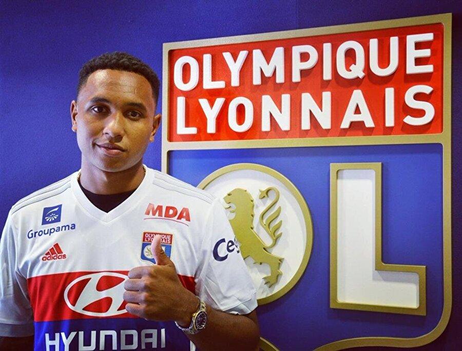 Tete, Lyon forması ile ilk pozunu da verdi.