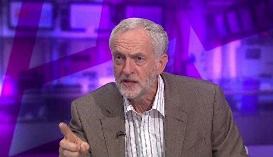 """İngiliz İşçi Partisi lideri: BBC yalan haber yapıyor                                                                           İngiliz İşçi Partisi'nin lideri Jeremy Corbyn'in istifa ettiğine dair iddiaları gündeme getiren BBC'ye tepki gecikmedi. Geçtiğimiz Şubat ayında BBC'nin yaptığı haber sonrasında Corbyn """"BBC'nin yalan haber yapması nedeniyle şaşkınım"""" şeklinde açıklama yaptı."""