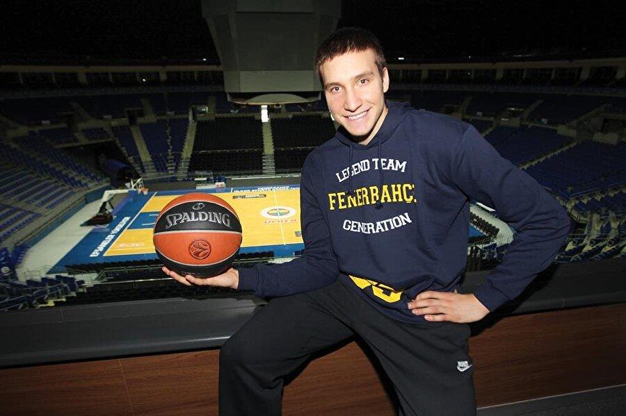 Fenerbahçe'nin yaptığı açıklama şu şekilde:                                      2014 yılında transfer olduğu Fenerbahçe Erkek Basketbol Takımımızda; 1 Euroleague şampiyonluğu, 1 Euroleague finali, 2 lig şampiyonluğu, 1 Türkiye Kupası ve 1 Cumhurbaşkanlığı Kupası başarılarında katkıları bulunan Bogdan Bogdanovic, NBA ekiplerinden Sacramento Kings ile anlaşmıştır.      Sarı-lacivertli formamızı giydiği her an basketbol tarzı, takımımıza yapmış olduğu katkı, ortaya koyduğu mücadele ve örnek kişiliğiyle taraflı tarafsız herkesin övgüsünü ve takdirini kazanmış Bogdan Bogdanovic, kulüp tarihimize de adını altın harflerle yazdırmıştır.      Ülke sporunun en büyük başarılarından biri olan Euroleague şampiyonluğunu kazanan Fenerbahçe Erkek Basketbol Takımımıza vermiş olduğu destek ve katkılarla her zaman takım ruhunu perçinleyen Bogdan Bogdanovic'e bugüne kadarki hizmetleri için teşekkürlerimizi sunuyor, yeni kariyerinde başarılar diliyoruz.