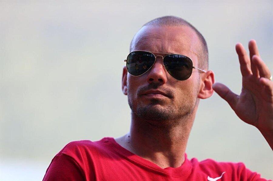 Wesley Sneijder'in açıklamalarının tamamı şu şekilde:                                      Bunlar üzerine konuşmaya çok gerek yok artık buradan gidiyorum. Her teknik direktörün seçimleri vardır. Tudor da tercihini benim gitmem şekilde kullandı. buna Saygı duyuyorum. 10 numaralı formanın Belhanda'ya verilmesi Tudor'un tercihiydi. Belhanda çok kaliteli bir futbolcu. Benim Galatasaray kariyerimde birçok anım var. 'Juventus maçında attığım gol en iyisiydi' diye ayıramam. Galatasaray'da önemli başarılar yaşadık, kupalar kazandık. Şu an gelecekle ilgili bir planım yok.