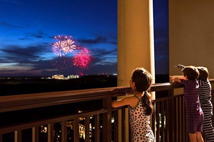 Four Seasons Resort Orlando at Walt Disney World Resort, Lake Buena Vista, Florida                                      Gecelik: 41.000 $