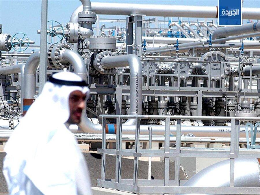 Dünyada keşfedilmiş petrol rezervlerinin yaklaşık yüzde 10'una sahip, zengin bir ülke olmasına rağmen ülkenin ekonomisi çeşitli değil. Diğer Arap ülkeleri gibi petrole güvenilmiş. Ülke ekonomisinin yüzde 70'ini petrol ve doğalgaz gelirleri oluşturuyor.