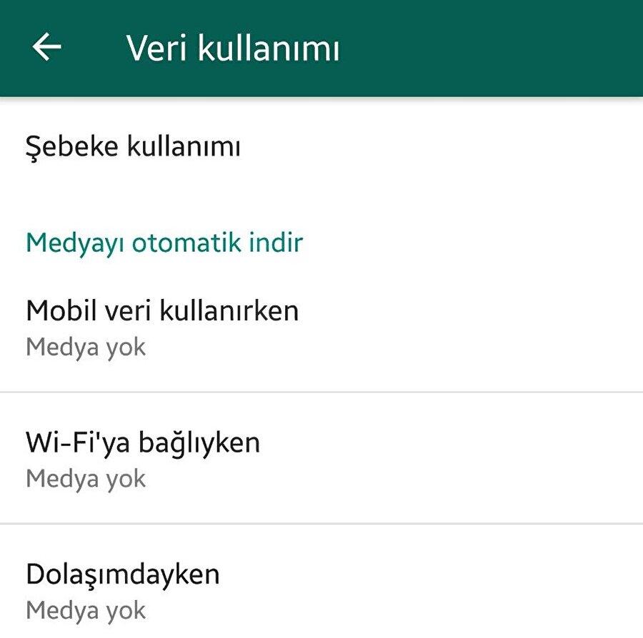 """Android: WhatsApp'tan gelen fotoğrafların telefona kaydolması nasıl engellenir?                                      Android akıllı telefonlarda WhatsApp'tan gelen fotoğrafların telefona otomatik olarak kaydolmasını engellemek için WhatsApp > Ayarlar > Veri Kullanımı bölümü üzerinden """"Mobil veri kullanırken"""", """"Wi-Fi'ya bağlıyken"""", """"Dolaşımdayken"""" seçeneklerinin tamamını """"Medya yok"""" olarak ayarlamak gerekiyor. Böylece siz WhatsApp'tan gelen fotoğraf ya da videoları indirmediğiniz durumda gelen fotoğraf ve videoların otomatik olarak galeri bölümüne düşmesi söz konusu olmuyor."""