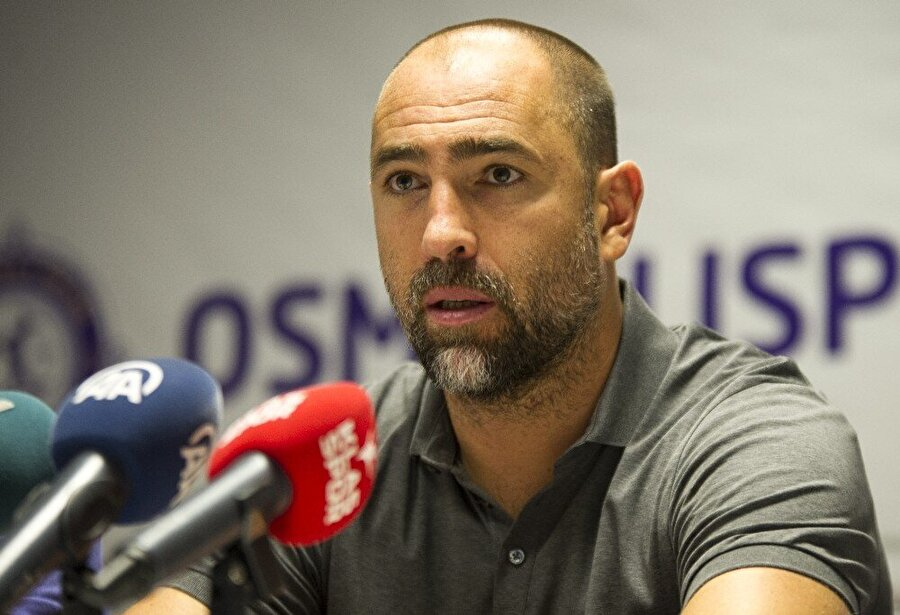 Igor Tudor'un Aykut Kocaman hakkındaki açıklamalarının tamamı şu şekilde: Basın mensupları olarak Fenerbahçe hocası şimdi linç ediliyordur. Konya'da da göklere çıkarılıyordu. Ama sonuçlara rağmen bence Aykut Kocaman iyi bir hoca. Benim hikayem ise çok basit. Geçen seneden bu seneye 10 oyuncu değişikliği yaşadık. Türkiye düşünceler çabuk değişiyor. Ben yine aynı oyuncuyum. Sonuçla alakalı. Ben olaylara bu şekilde bakmıyorum. Sonuç odaklı.