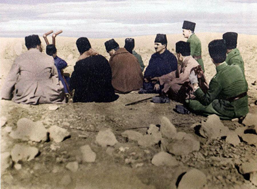Milli Mücadele'nin taçlanması için başlayacak olan Büyük Taarruz'un strateji hazırlıkları gizli olarak planlandı.                                                                                                                                                                                          Büyük Taarruz'un strateji hazırlıkları gizli olarak başladı. 20 Temmuz 1922'de ise fiili hazırlıklara başlanmış; 26 Ağustos'ta başlayan harekat Dumlupınar Meydan Muharebesi'nde düşman kuvvetlerini kuşatılıp imha edilmesinden 9 Eylül'de İzmir'in işgalden kurtulmasına kadar sürmüştür.