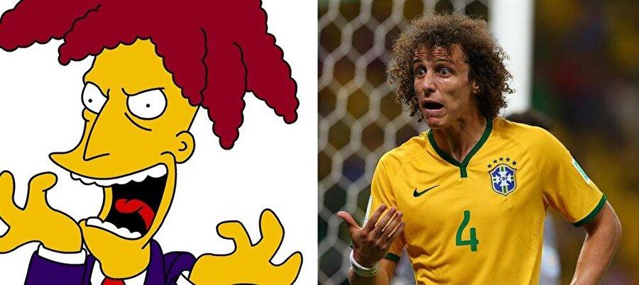 David Luiz / Sideshow Bob                                      Saçlarıyla her zaman dikkat çeken Chelsea'nin Brezilyalı futbolcusu David Luiz, Simpsonlar'daki Sideshow Bob'ı andırıyor.