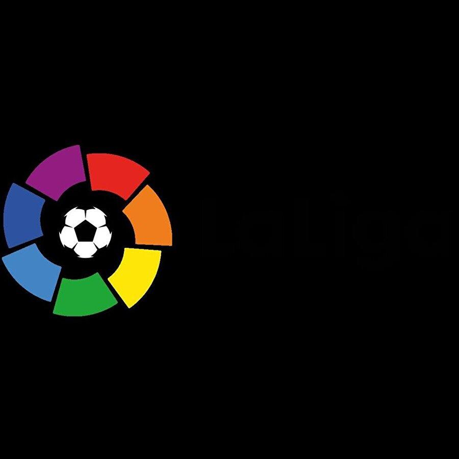 İspanya Yabancı oyuncu sınırlaması: Avrupa Birliği pasaportu bulunmayan 3 oyuncu Kadroda bulunabilecek yabancı oyuncu sayısı: Avrupa Birliği pasaportu bulunmayan 3 oyuncu Sahaya çıkabilecek yabancı oyuncu sayısı: Avrupa Birliği pasaportu bulunmayan 3 oyuncu FIFA sıralaması: 8 2010 Dünya Kupası: Şampiyon 2012 Avrupa Şampiyonası: Şampiyon 2014 Dünya Kupası: Grup üçüncüsü 2016 Avrupa Şampiyonası: Son 16