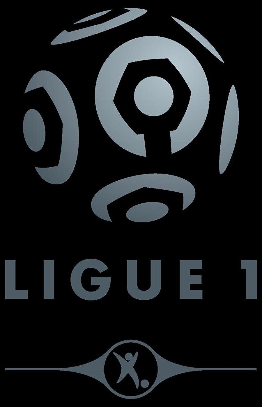 Fransa Yabancı oyuncu sınırlaması: Avrupa Birliği pasaportu bulunmayan 4 futbolcu Kadroda bulunabilecek yabancı oyuncu sayısı: Avrupa Birliği pasaportu bulunmayan 4 futbolcu Sahaya çıkabilecek yabancı oyuncu sayısı: Avrupa Birliği pasaportu bulunmayan 4 futbolcu FIFA sıralaması: 10 2010 Dünya Kupası: Grup sonuncusu 2012 Avrupa Şampiyonası: Çeyrek final 2014 Dünya Kupası: Çeyrek final 2016 Avrupa Şampiyonası: İkincilik