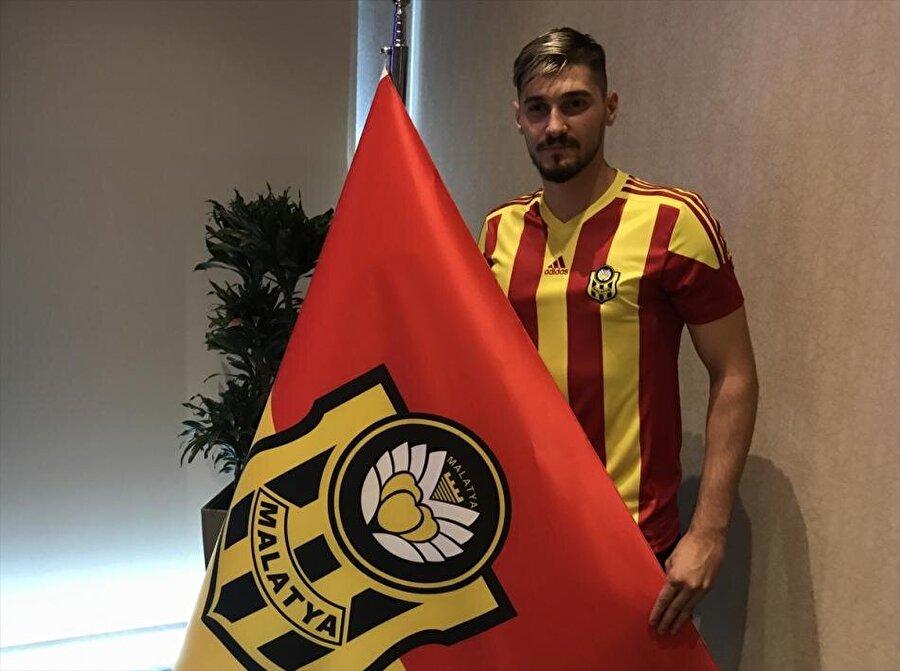 Batuhan Altıntaş                                                                                                                                                     Eski Takımı: HamburgYeni Takımı: Yeni Malatyaspor