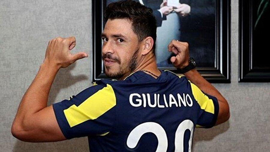 Giuliano                                                                                                                                                     Eski Takımı: ZenitYeni Takımı: Fenerbahçe