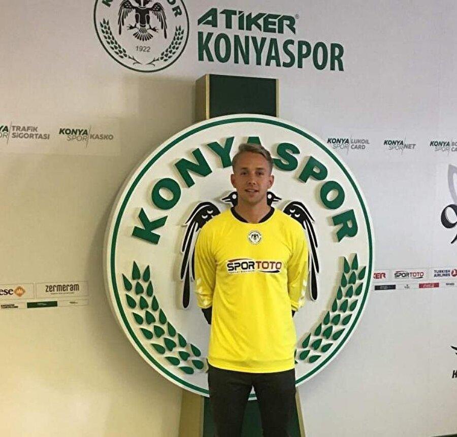Patrik Carlgren                                                                                                                                                     Eski Takımı: NordsjaellandYeni Takımı: Atiker Konyaspor
