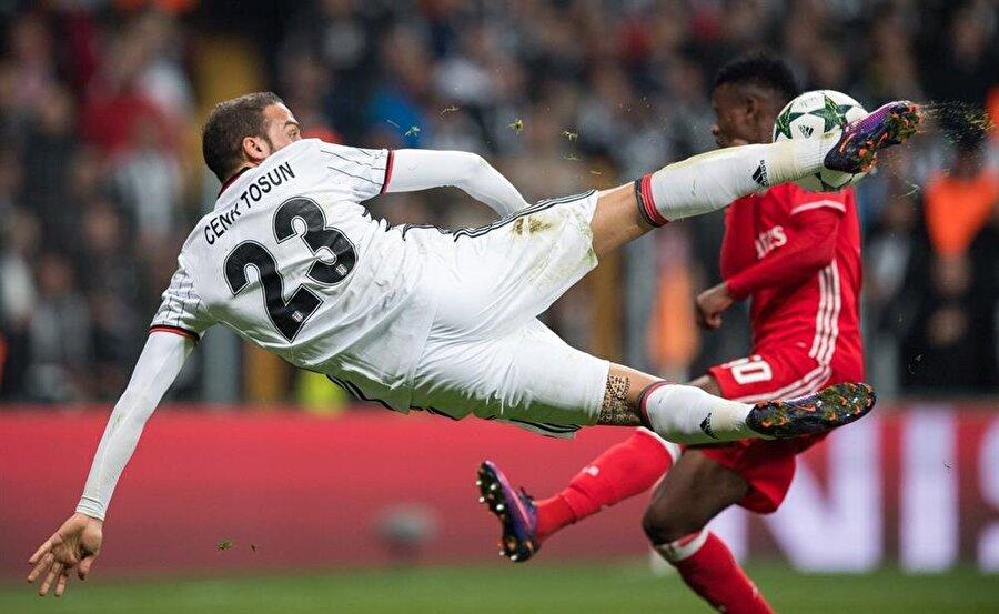 Cenk Tosun Demba Ba, Mario Gomez ve Vincent Aboubakar gibi kaliteli forvet oyuncularının gelmesine rağmen hiç kimse onu tam olarak kesemedi. Beşiktaş'a geldiği günden bu yana yukarıya doğru istikrarlı bir grafik çizen Cenk'in güncel piyasa değeri 9 milyon avro