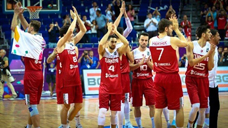 2017 Avrupa Basketbol Şampiyonası'nda son 16 turu maçları tamamlanacak Türkiye, çeyrek finale yükselebilmek için İspanya ile karşı karşıya gelecek. Sinan Erdem Spor Salonu'nun ev sahipliği yapacağı günün diğer maçlarında Letonya-Karadağ, Sırbistan-Macaristan, Hırvatistan-Rusya karşılaşacak.