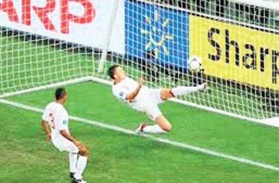 19 HAZİRAN 2012: UKRAYNA-İNGİLTERE  Ev sahibi Ukrayna'nın İngiltere ile oynadığı, kazananın çeyrek finale çıkacağı maçta Victor Kassai Ukrayna'nın golünü vermedi ve 1-0 İngilizler kazandı. Collina'nın sert açıklamasının ardından, final yönetme potansiyeli bulunan Macar hakem ülkesine gönderildi.