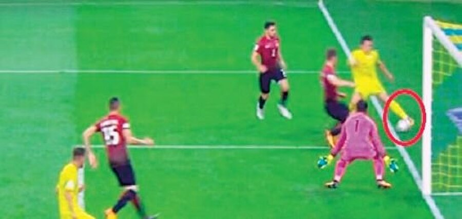 2 EYLÜL 2017: UKRAYNA-TÜRKİYE Dünya Kupası elemelerinde gruptaki sıralamayı doğrudan etkileyen maçı yöneten İspanyol Borbalan, Ukrayna'nın ilk golünde çok net bir ofsaytı atladı. İkinci golde ise Konoplyanka'nın dışarıdan çevirdiği topu görmezden geldi. Bunlarla da yetinmeyen Borbalan, 72'de ceza alanı içerisinde formasından çekilen Cengiz Ünder'e yapılan bariz penaltıyı vermedCollina döneminde milli takım ve kulüpler bazında Ukrayna ekipleri ile 16 maç yaptık. 3 galibiyet, 3 beraberlik, 10 yenilgi aldık.
