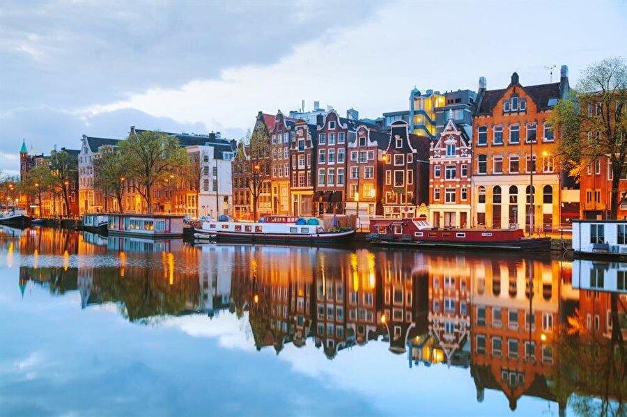 Amsterdam, Hollanda - 8,7 milyon ziyaretçi