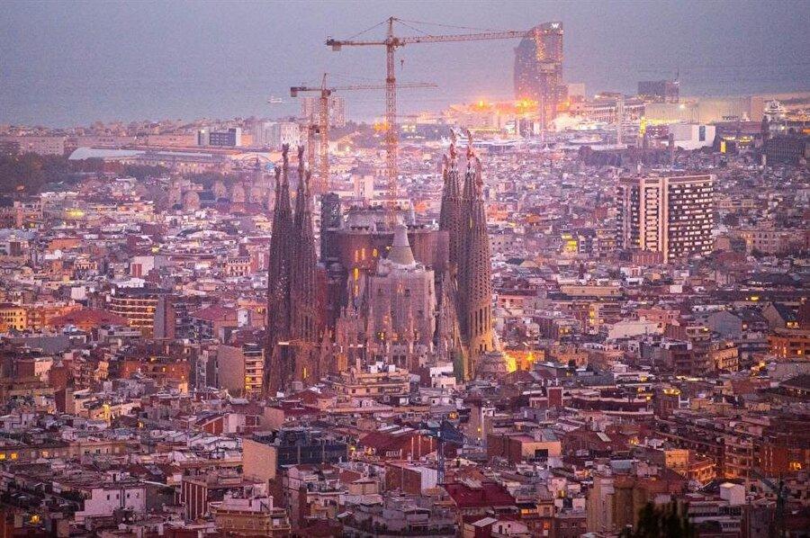 Barselona, İspanya - 8,9 milyon ziyaretçi